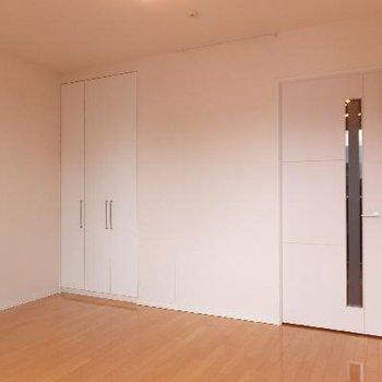 開口部が南向きなので全体的に日当たりのいいお部屋です。