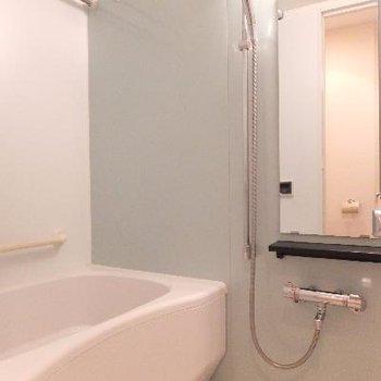 お風呂はゆったりサイズ。浴室乾燥機も付いています◎