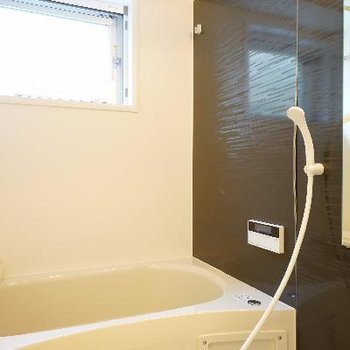 お風呂も高機能で窓が◎