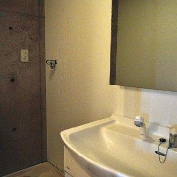 洗面所もいいかんじ。※写真は別部屋です