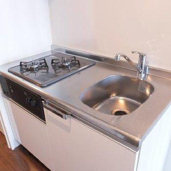キッチンはよくあるタイプだけど使い勝手がよさそうでいいですね!
