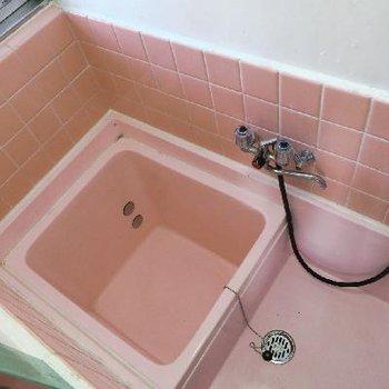 ピンクのコンパクトお風呂…!