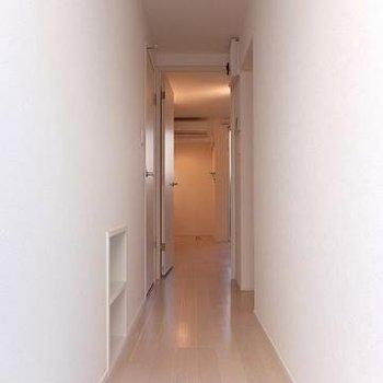 玄関をはいるとこんな感じ。※写真は別部屋