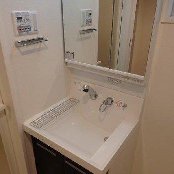 使いやしそうな洗面台※写真は別部屋