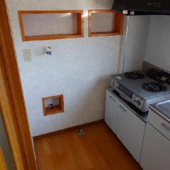 洗濯機置き場はこちら。キッチンまでの幅は952mmですので事前に洗濯機サイズはチェック