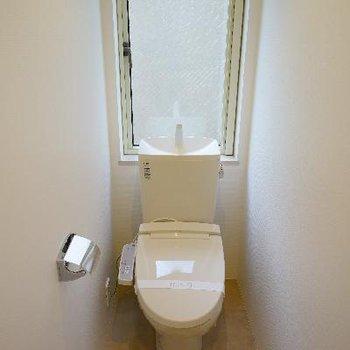 機能的トイレ♪窓が大きいっ!