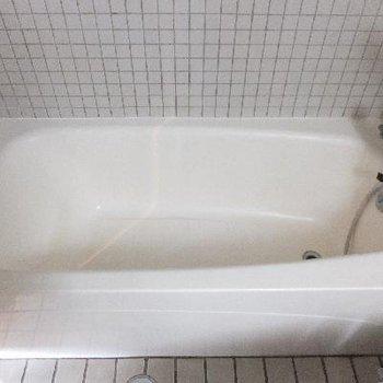 お風呂、結構おおきいです。