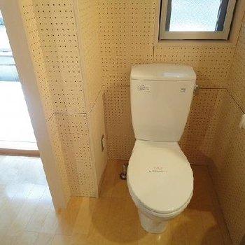 窓のあるトイレ※写真は別部屋