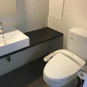 トイレにも手洗い場が付いています
