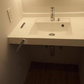 フラットなかんじがすてきな洗面台