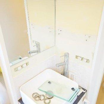 洗面台は正方形で可愛らしい♪※清掃中