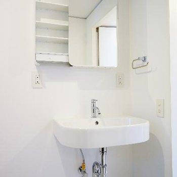 スッキリお洒落な洗面台。