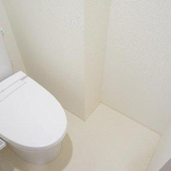 トイレもピカピカ機能的♪