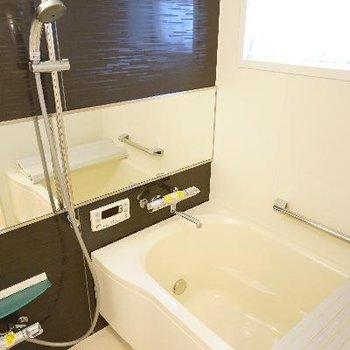 お風呂は小窓&追い焚き&乾燥機で◎