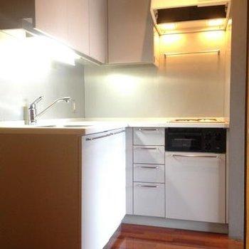 2口コンロのシステムキッチン。※写真は102号室