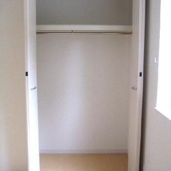 寝室のクローゼット。他にもうひとつ廊下に有ります。