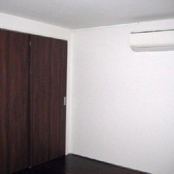寝室と、こちらはクローゼット