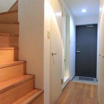 階段の足場はちょっと狭めなので上り下りには気をつけて。