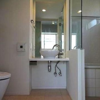 かっこいい洗面台も。※写真は別部屋です