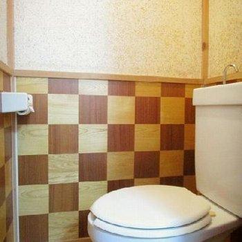 トイレの壁が変わってる!