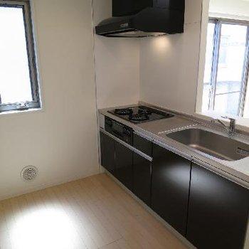 広いお部屋の広いキッチン