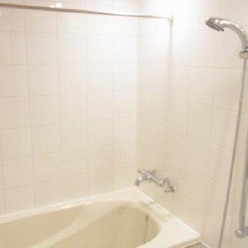 浴室乾燥機付きのバスルーム ※写真は別部屋