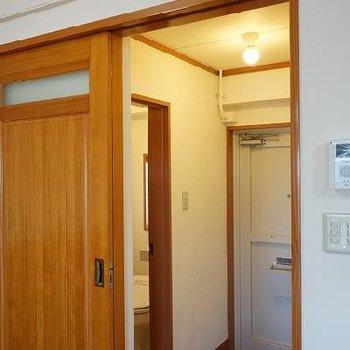 ドアなど一部ちょっと古め。※写真は別部屋です