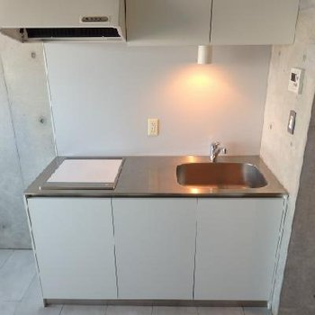 シンプルスタイリッシュなキッチン※写真は803号室