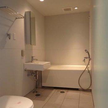 浴室は一体型。※写真は803号室