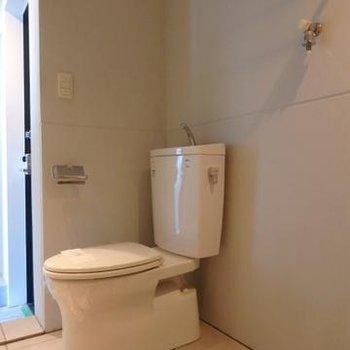 トイレの隣に洗濯機が来ますね※写真は803号室