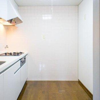 キッチンスペースもゆったりですよ♪※写真は107号室