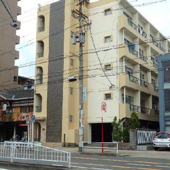 本陣駅目の前にあるレトロな外観のマンション