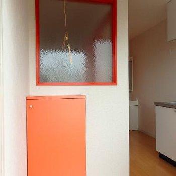 玄関入ったらまずオレンジがお出迎え