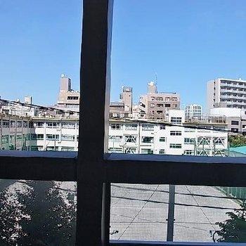 学校の方面の眺望で抜けてます ※写真は別部屋です