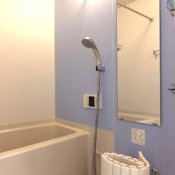 浴室は爽やかなブルーです