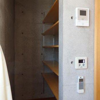棚もイイ感じに備え付け ※写真は201号室
