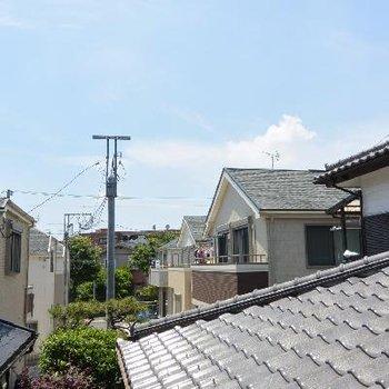 景色。屋根が…