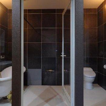 バスルーム...す、すごい...!