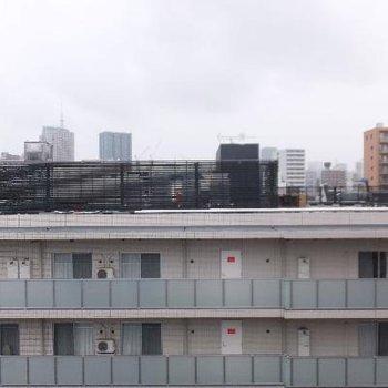 圧迫感のない眺望。ちょこっと東京タワーが見えます。