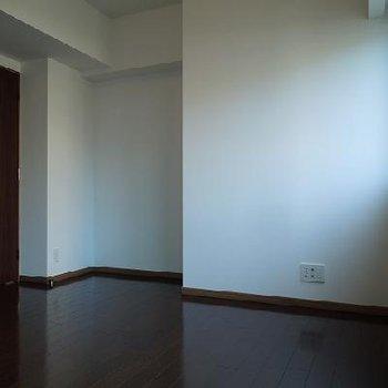 寝室は落ち着いた雰囲気※写真は別部屋