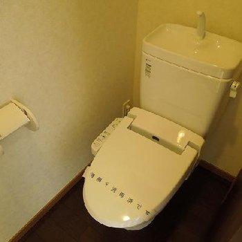 ウォシュレット付きのトイレ※写真は別部屋