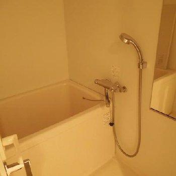 お風呂はコンパクトです※写真は別部屋