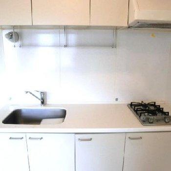 キッチン。作業スペースが広い。