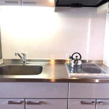 キッチン。作業スペースは少し小さいかな。