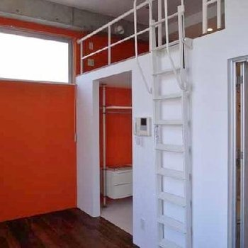 オレンジがアクセントに!※画像は別室です