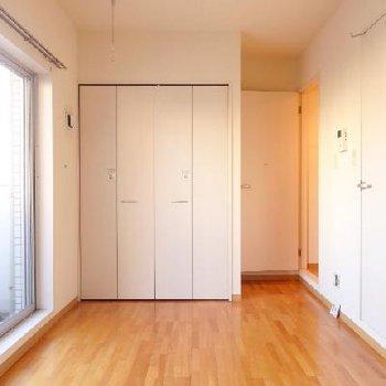 お部屋はシンプルな一人暮らし用