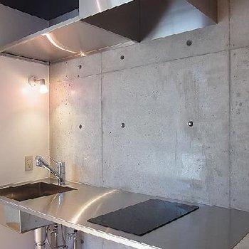 洗練されたキッチン ※写真は603号室