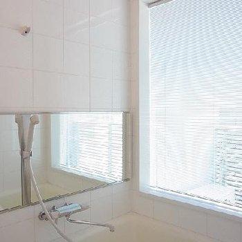 お風呂に窓アリ ※写真は603号室