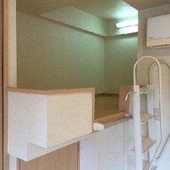 ロフト部分の下は収納です。※写真は別部屋です