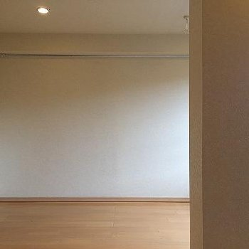 明るい居室。※写真は別部屋です